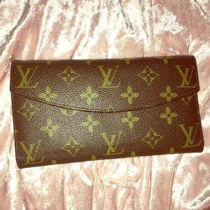 USED Louis Vuitton LV authentic snap wallet